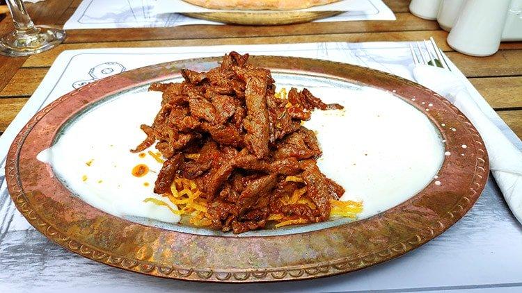 Çökertme Kebabı Tarifi - Yanına Ne Yemeli, Ne İçmeli?